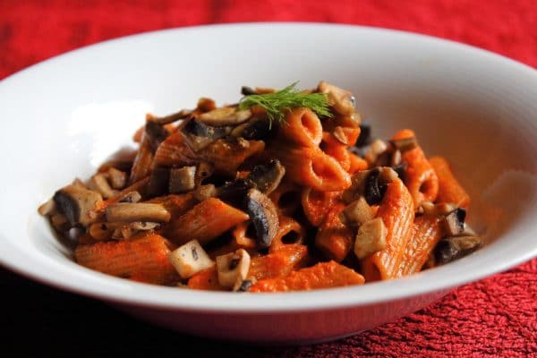 Spelt penne pasta with bell pepper cream, button mushrooms, and ginger